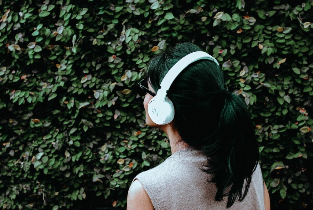 girl with headphone