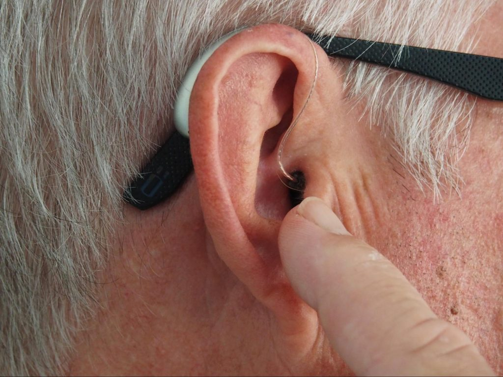 clean hearing aids