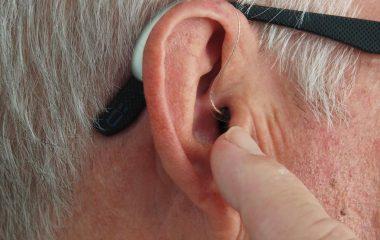 clean hearing aids