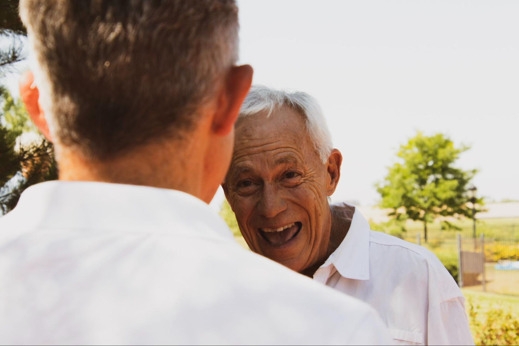 two men is talking
