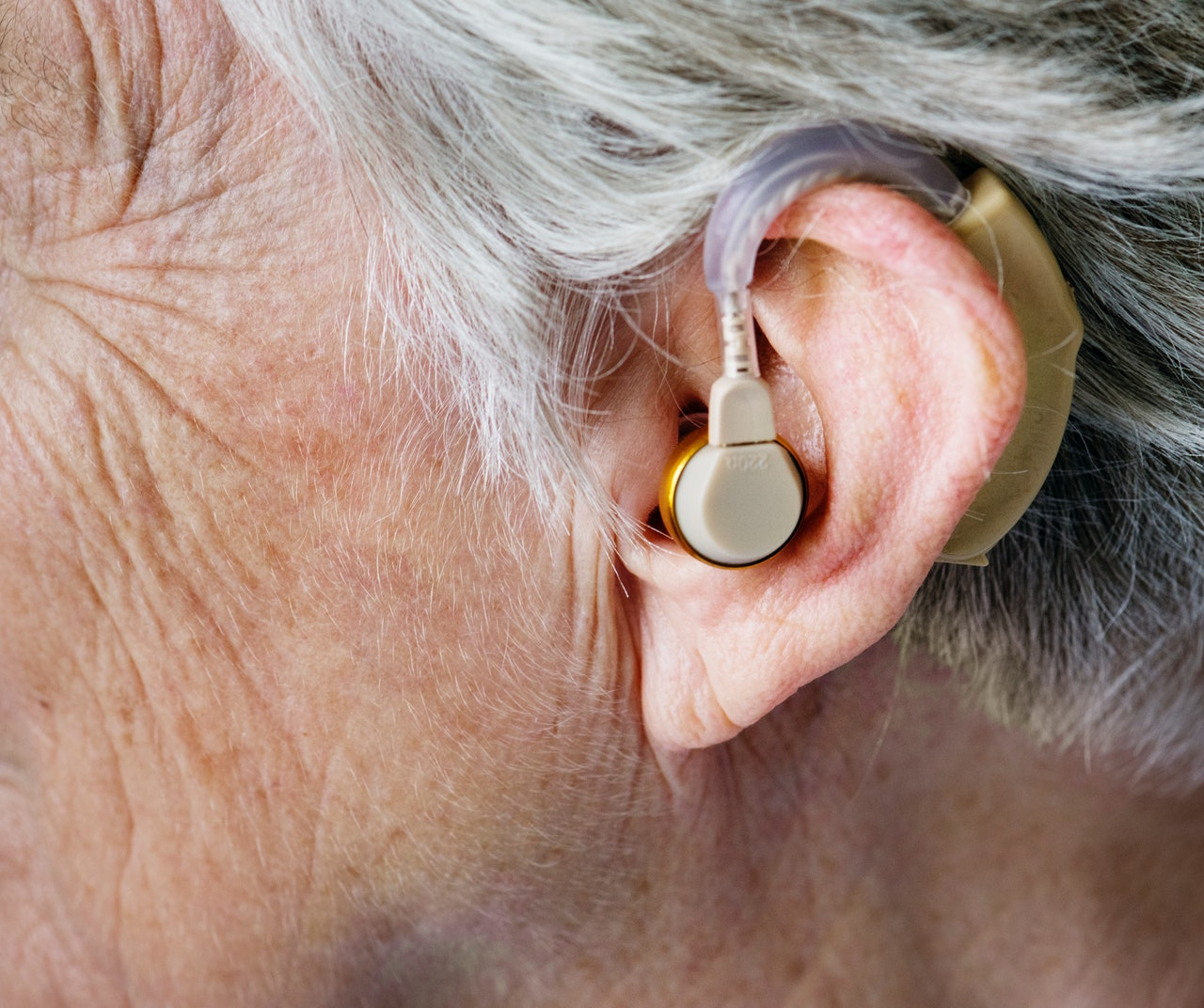 What are the different types of hearing aids?